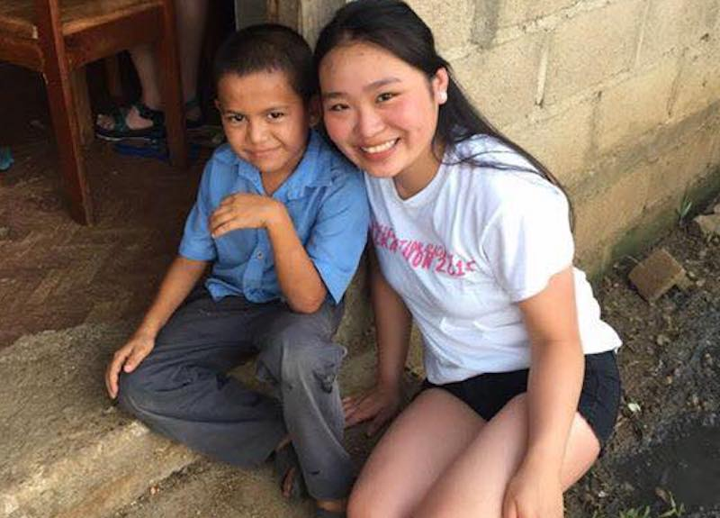 'Pres Girls' volunteer with Sisters in Belize