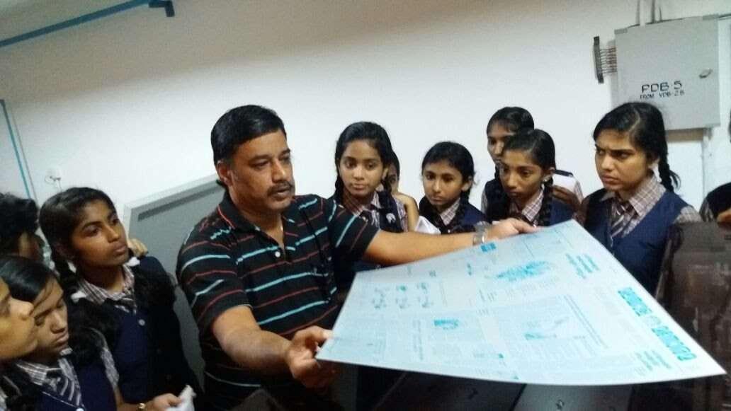 Students visit printing press