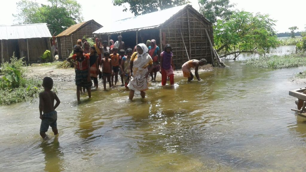 Nazareth Sisters bring relief to flood affected in Bihar