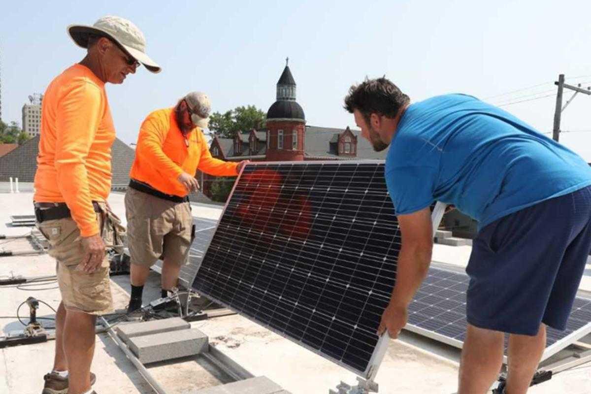 'Pres' installs solar panels